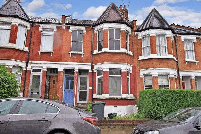3 Bedrooms Flat for sale in Lyndhurst Road, London N22