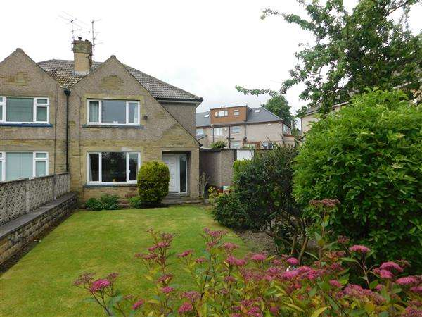3 Bedrooms Semi Detached House for sale in Highlands Close, Bradford