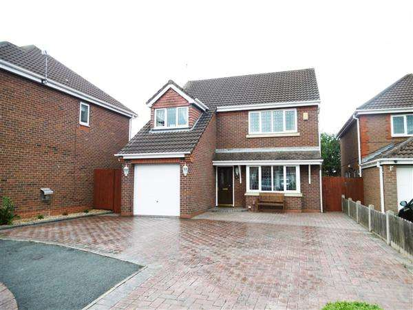 4 Bedrooms Detached House for sale in Turnstone Close, Leigh