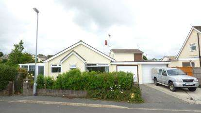3 Bedrooms Bungalow for sale in Gors Goch, Menai Bridge, Sir Ynys Mon, LL59