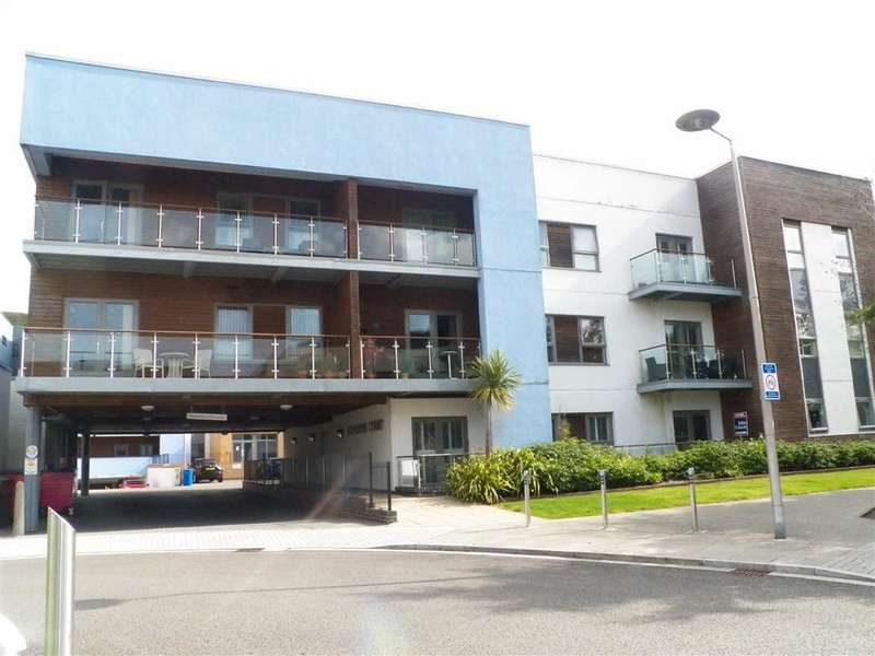 2 Bedrooms Flat for sale in Mariners Court, Lamberts Road, Marina