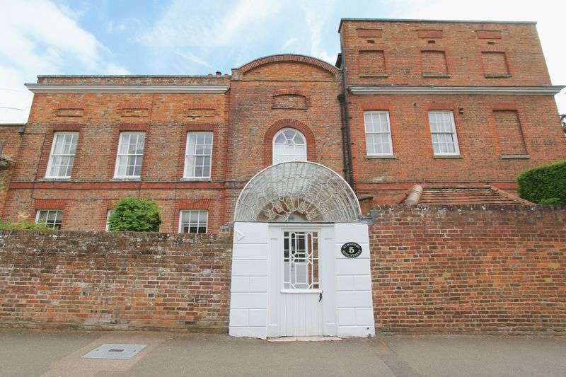 3 Bedrooms Flat for sale in High Street, Great Missenden