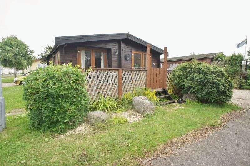 2 Bedrooms Flat for sale in Brightlingsea Leisure Village, Promenade Way, Brightlingsea