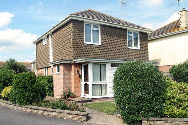 4 Bedrooms Detached House for sale in Mallon Dene, Rustington, West Sussex, BN16