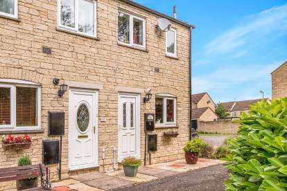 2 Bedrooms Terraced House for sale in Avocet Way, Bicester, Oxfordshire