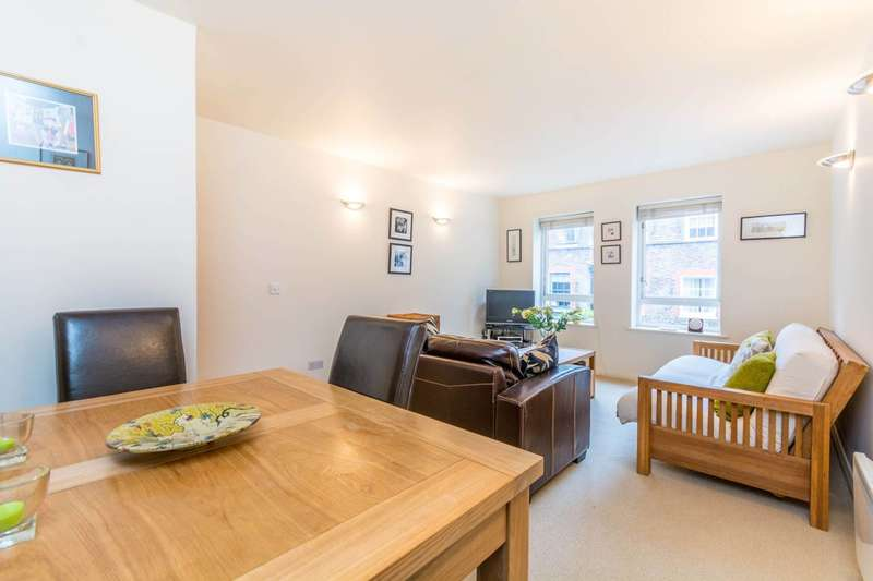 2 Bedrooms Flat for sale in Craven Street, Covent Garden, WC2N