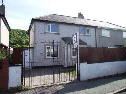 3 Bedrooms Semi Detached House for sale in Mona Road, Conwy, LL32