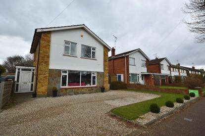 3 Bedrooms Detached House for sale in Thorpe Bay, Essex