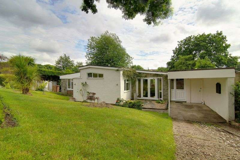 4 Bedrooms Detached Bungalow for sale in Yew Tree Walk, Camberley