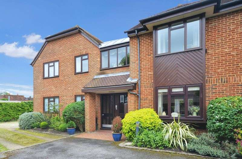 2 Bedrooms Flat for sale in Woods Place, Wendover