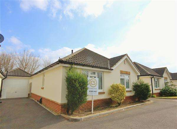 2 Bedrooms Bungalow for sale in Emma Close, Bournemouth