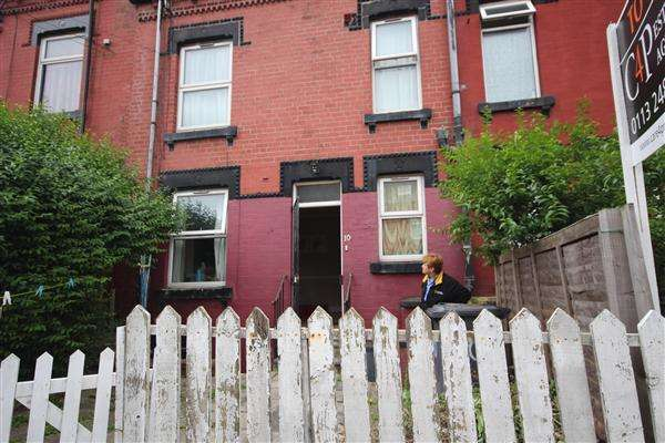 2 Bedrooms Terraced House for sale in Ashton View, Leeds