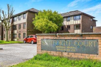 2 Bedrooms Flat for sale in Scotforth Court, Lentworth Drive, Lancaster, Lancashire, LA1