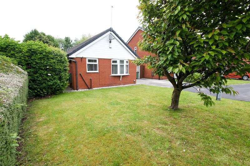 2 Bedrooms Detached Bungalow for sale in Redburn Close, Wigan