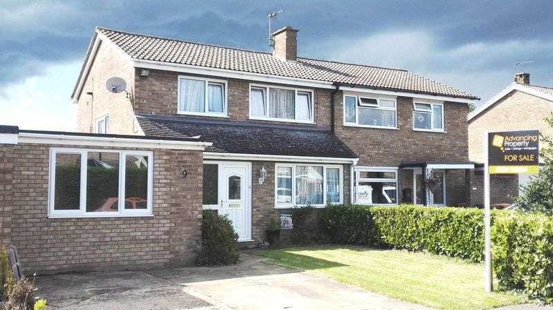 4 Bedrooms Semi Detached House for sale in Maltings Way, Great Barford, Bedford