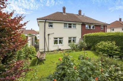 3 Bedrooms Semi Detached House for sale in Myrtle Avenue, Halifax, West Yorkshire