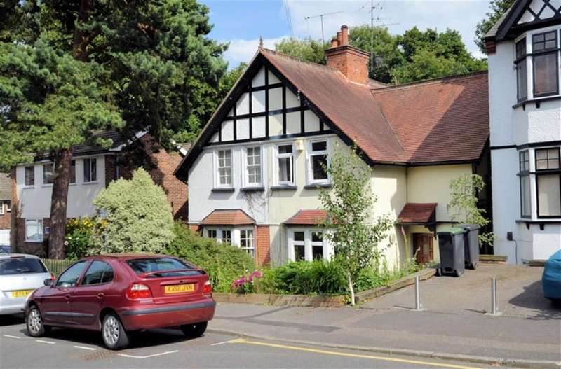3 Bedrooms Property for sale in Kendal Avenue, Epping