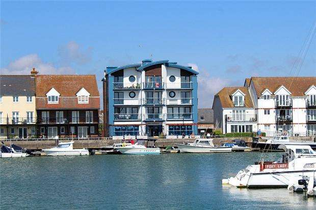 2 Bedrooms Apartment Flat for sale in Baltic Wharf, Pier Road, Littlehampton, West Sussex, BN17
