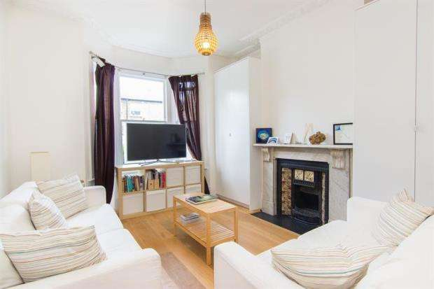 2 Bedrooms Flat for sale in Hartismere Road, Fulham, SW6