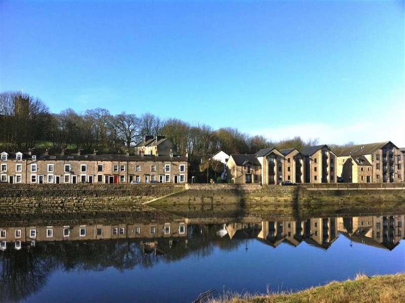 2 Bedrooms Apartment Flat for sale in Buoymasters, St Georges Quay Lancaster, LA1