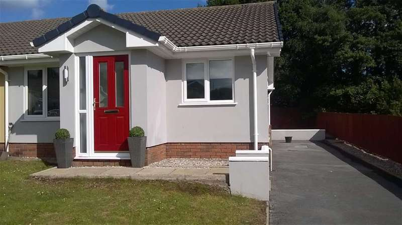 2 Bedrooms Property for sale in Brynglas, Penygroes