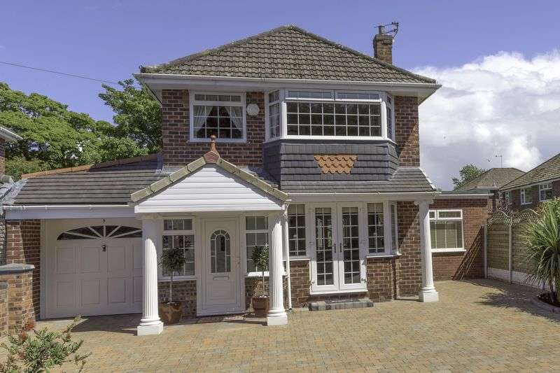 3 Bedrooms Detached House for sale in Westover Close, Maghull