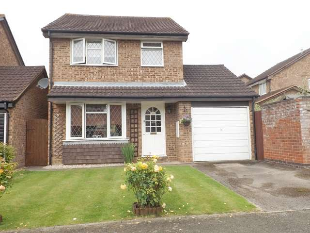 4 Bedrooms Semi Detached House for sale in Chestnut Close, Hampton