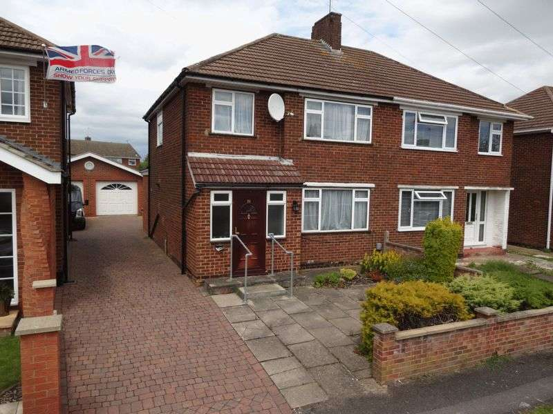 3 Bedrooms Semi Detached House for sale in Rossfold Road, Luton