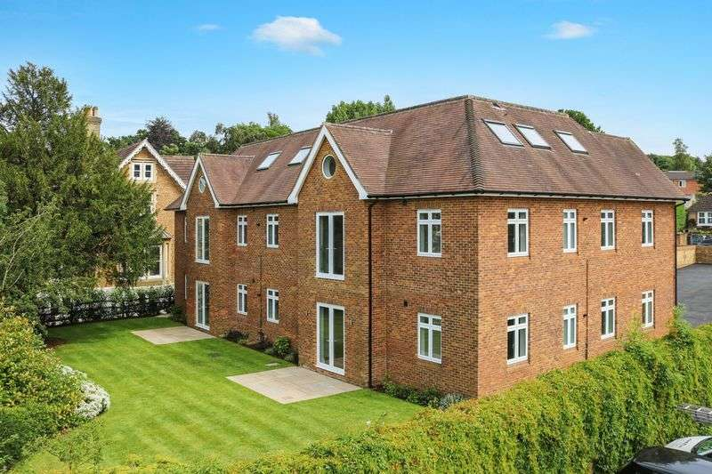 3 Bedrooms Flat for sale in Godalming Town Centre - Ready For Immediate Occupation.