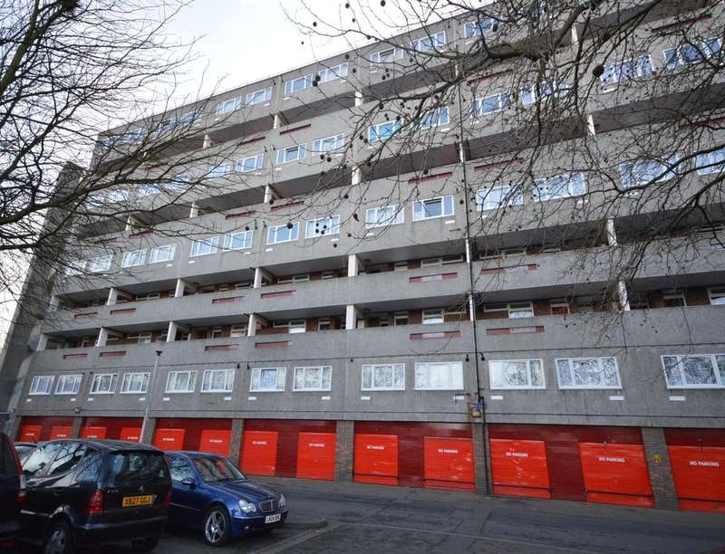 2 Bedrooms Flat for sale in Attlee Road, Thamesmead Central , London, SE28