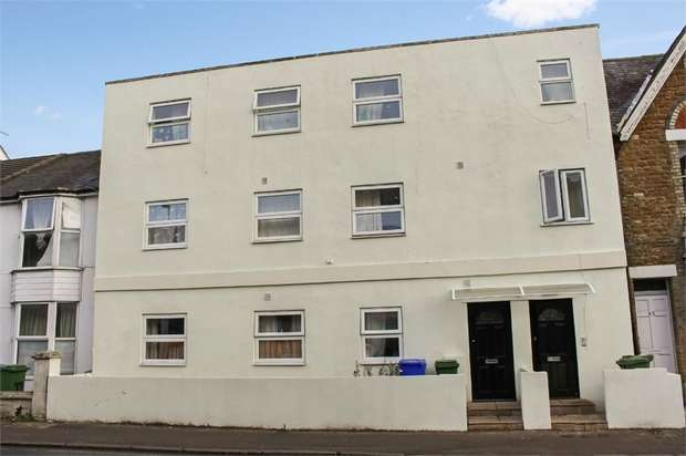 2 Bedrooms Flat for sale in Grosvenor Road, Aldershot, Hampshire