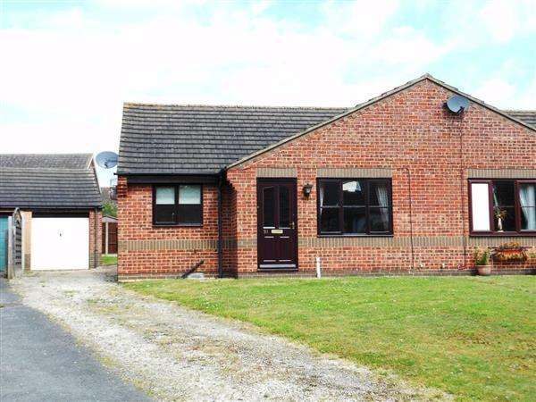 2 Bedrooms Semi Detached Bungalow for sale in Windsor Way, Brigg