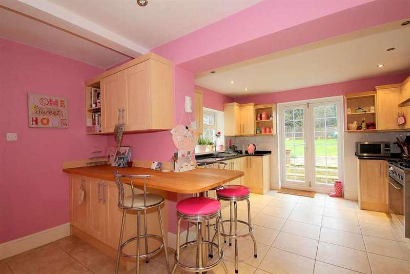 4 Bedrooms Detached House for sale in Wayside, London Road, Bourne End