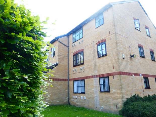 Flat for sale in Kilberry Close, Isleworth, Middlesex