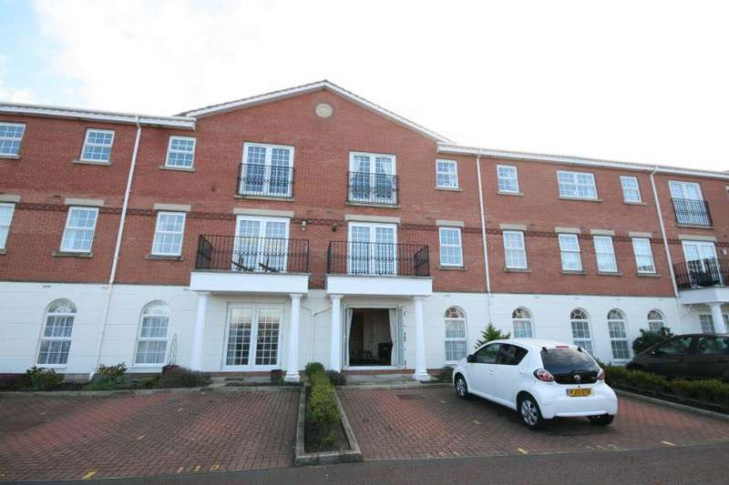 2 Bedrooms Flat for sale in 111 New Hampshire Court, Cypress Point, Lytham