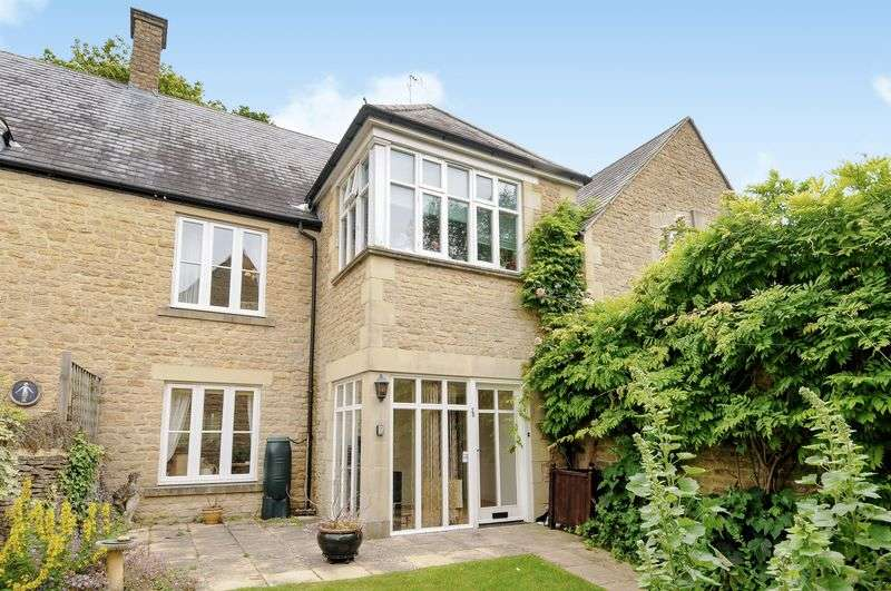 2 Bedrooms Flat for sale in The Playing Close, Chipping Norton