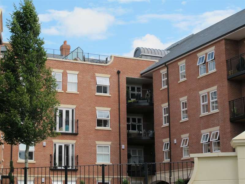 2 Bedrooms Flat for sale in Harry Davis Court, Armstrong Drive, Worcester