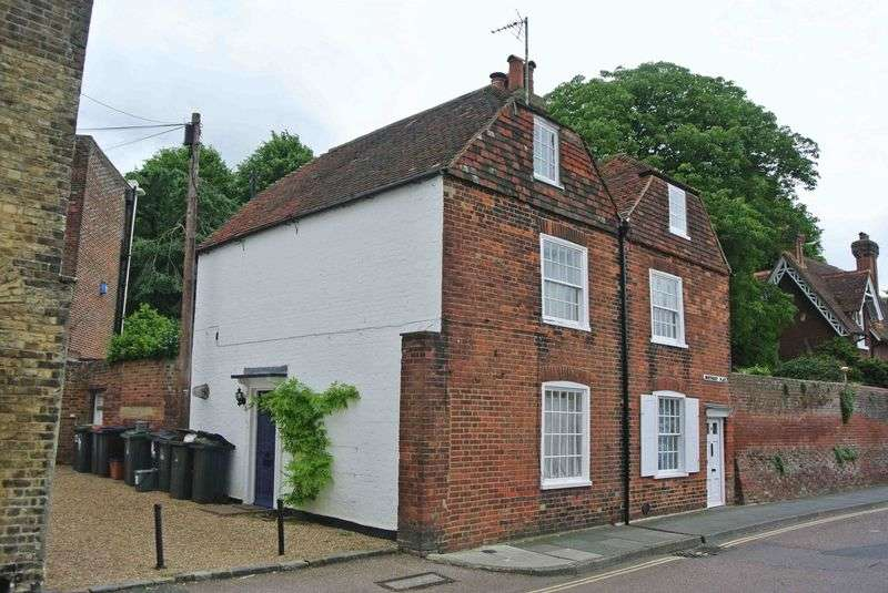 2 Bedrooms Semi Detached House for sale in Canterbury