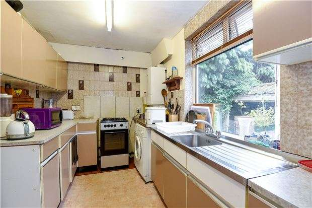 3 Bedrooms Semi Detached House for sale in Rural Way, LONDON, SW16 6PF