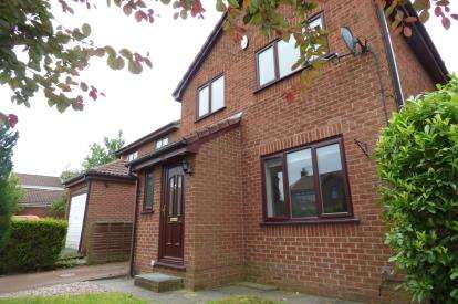 3 Bedrooms Detached House for sale in Castle Green, Kingswood, Warrington, Cheshire