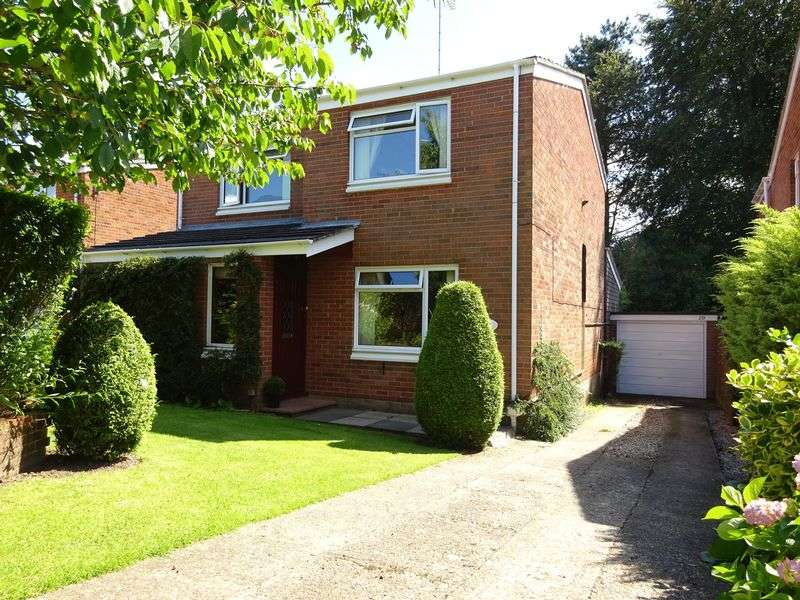 4 Bedrooms Detached House for sale in Shakespeare Way, Taverham, Norwich