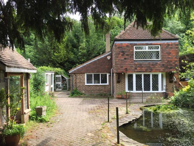 2 Bedrooms Detached House for sale in Dovers Green Road, Reigate, Surrey, RH2