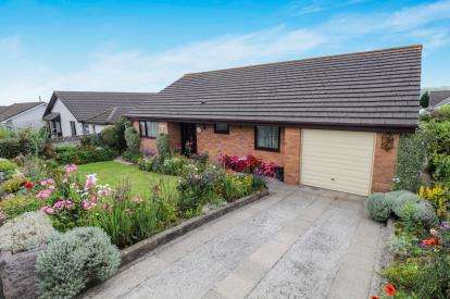 3 Bedrooms Bungalow for sale in St. Stephen, St. Austell, Cornwall