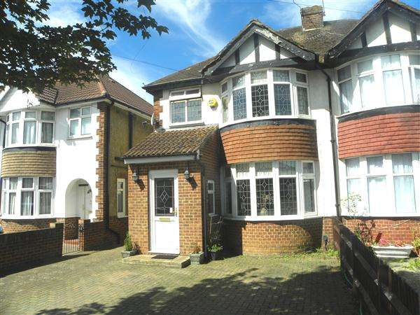 4 Bedrooms Semi Detached House for sale in Stoke Poges Lane, Slough