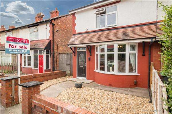 2 Bedrooms Semi Detached House for sale in Ellesmere Road, Blackpool