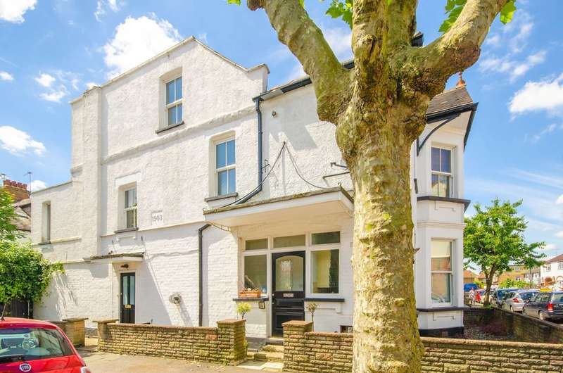 3 Bedrooms Maisonette Flat for sale in Annington Road, Muswell Hill, N2