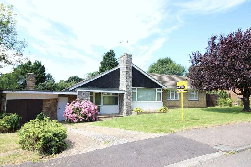 3 Bedrooms Detached Bungalow for sale in Tye Green Village, Harlow, CM18 6QY
