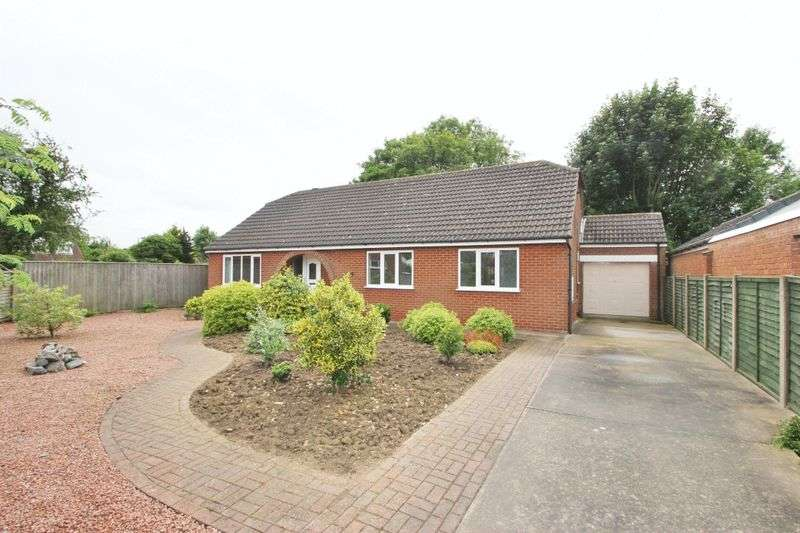 3 Bedrooms Detached Bungalow for sale in LINDISFARNE AVENUE, NEW WALTHAM