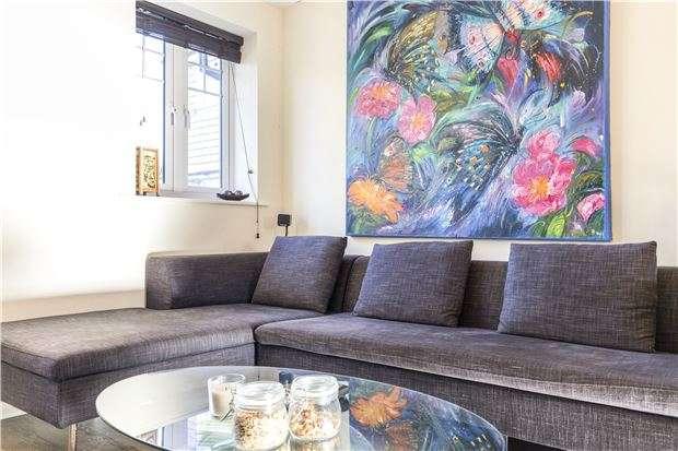 2 Bedrooms Flat for sale in Schoolgate Drive, MORDEN, Surrey, SM4 5BF