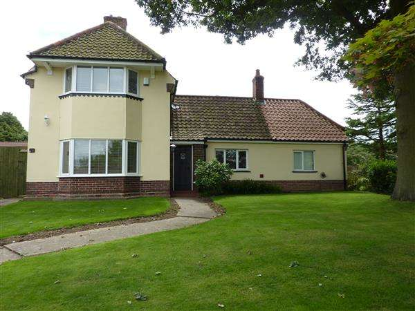 3 Bedrooms Detached House for sale in CAISTOR ROAD, LACEBY, GRIMSBY
